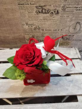 Saculet cu Trandafiri mici si Inimioara Cadou
