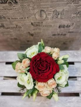 Cutie cu trandafir rosu