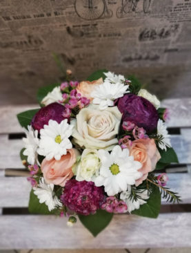 Aranjament Ranunculus & Trandafiri