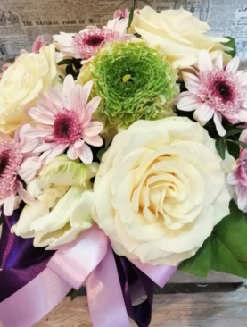 Cutie cu trandafiri albi - Pasiune inocenta