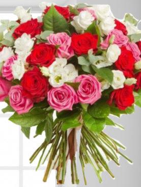 Buchet de flori cu trandafiri