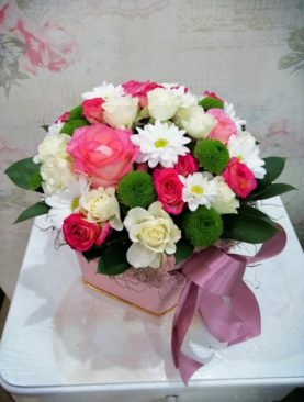 Cutie cu trandafiri - Frumusetile naturii