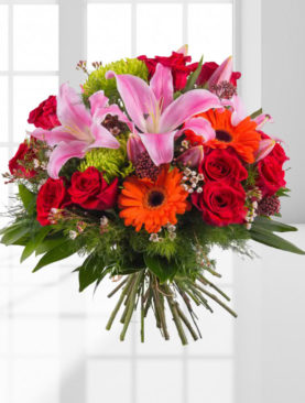 Buchet de flori cu crini roz