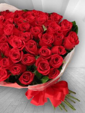 Buchet din 55 Trandafiri Rosii