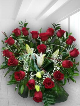 Cutie cu Crini si Trandafiri Rosii