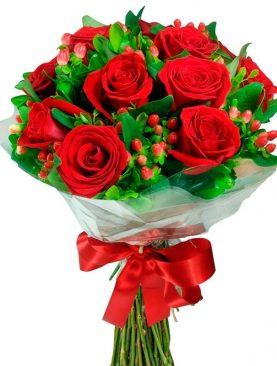 Buchet de Trandafiri cu Hypericum